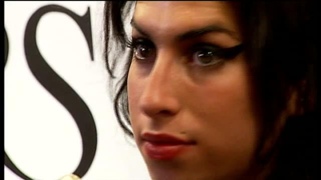 heroin overdose victim nina williams; may 2007: london: amy winehouse posing with award at ivor novello awards - amy winehouse stock-videos und b-roll-filmmaterial