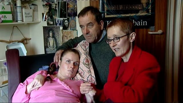 vídeos de stock, filmes e b-roll de heroin overdose victim nina williams somerset chris williams and tim williams interview as sitting with their daughter in nursing home sot - overdose