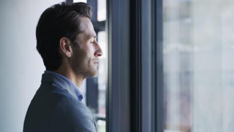 han är en visionär entreprenör - inspiration bildbanksvideor och videomaterial från bakom kulisserna