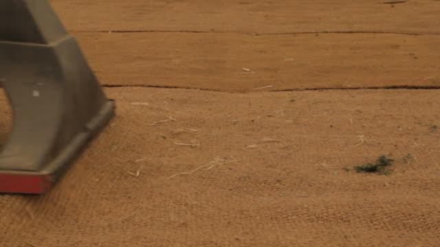hessian エンディコットアーム洗浄する - 荒い麻布点の映像素材/bロール