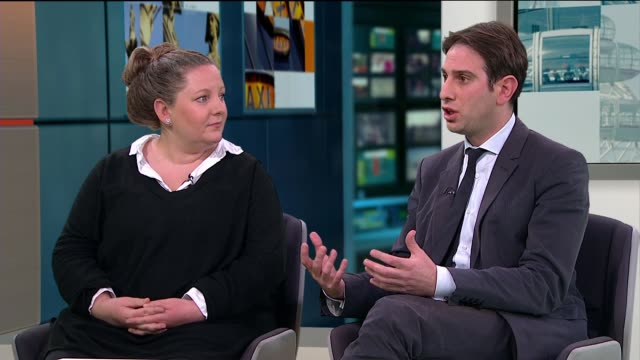 heterosexual couple campaigning to be allowed a civil partnership take fight to high court england london ext rebecca steinfeld and charles keidan... - heterosexuelles paar stock-videos und b-roll-filmmaterial