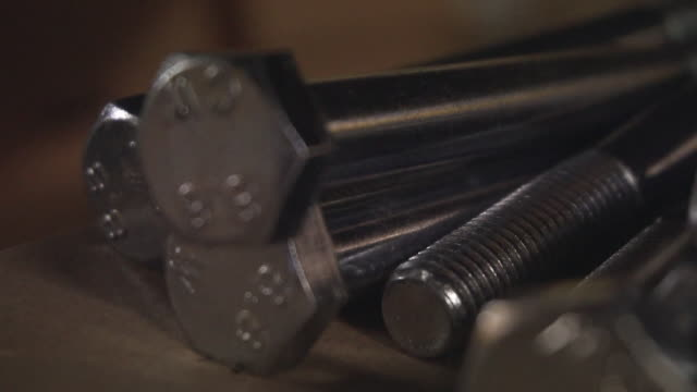 vídeos de stock, filmes e b-roll de hex bolts - grupo médio de objetos