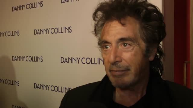 heyuguys interviewed al pacino at the uk premiere of danny collins. the eponymous film is based on a true story, with pacino playing the ageing... - バリー・マニロウ点の映像素材/bロール