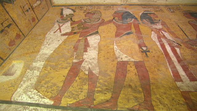 vidéos et rushes de ms hieroglyph painting inside king tut's tomb / egypt - civilisation ancienne