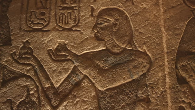 hieroglyphics, abu simbel temples, aswan, egypt - geroglifico video stock e b–roll