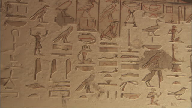 hieroglyphics are carved into a wall. - 美術工芸品点の映像素材/bロール