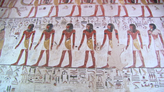 vídeos y material grabado en eventos de stock de ms td hieroglyphics painting in tomb of seti 1 / egypt - jeroglífico