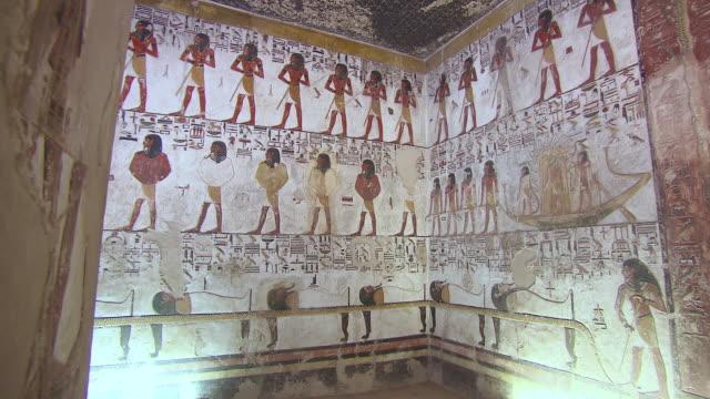 vídeos y material grabado en eventos de stock de ms pan hieroglyphics paintings in the tomb of seti 1 / egypt - jeroglífico