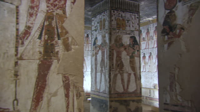 ms pan hieroglyphics paintings in the tomb of seti 1 / egypt - gravvalv bildbanksvideor och videomaterial från bakom kulisserna