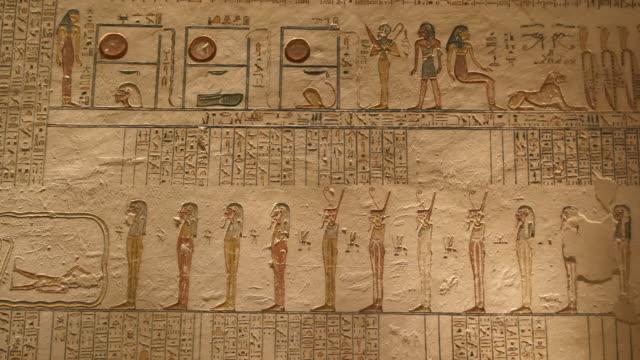 hieroglyphics, valley of the kings, luxor, egypt - geroglifico video stock e b–roll