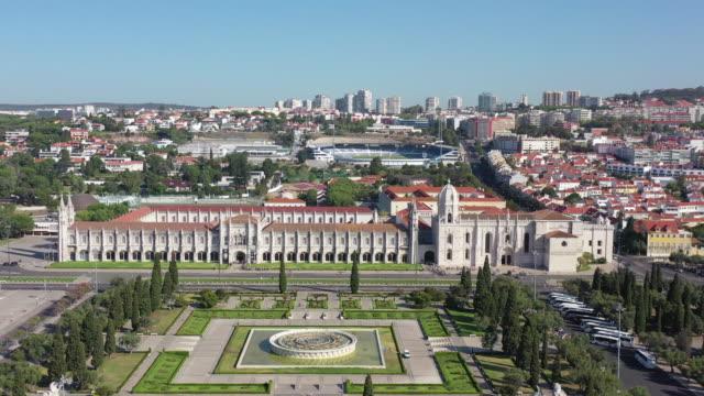 hieronymites monastery (mosteiro dos jeronimos) / lisbon, portugal - cattolicesimo video stock e b–roll
