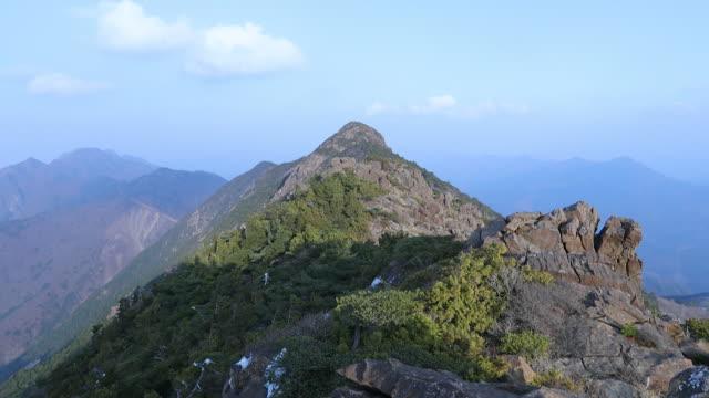 higashi akaishi-yama in ehime - mountain range stock-videos und b-roll-filmmaterial
