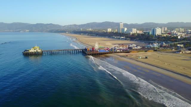high aerial of santa monica city pier - 観覧車点の映像素材/bロール