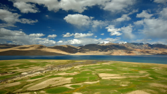high altitude pangong tso lake in the himalayas - mountain range stock videos & royalty-free footage