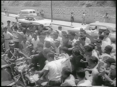 vídeos de stock e filmes b-roll de b/w 1958 high angle angry crowd shouting gesturing at nixon's car / venezuela / newsreel - 1958