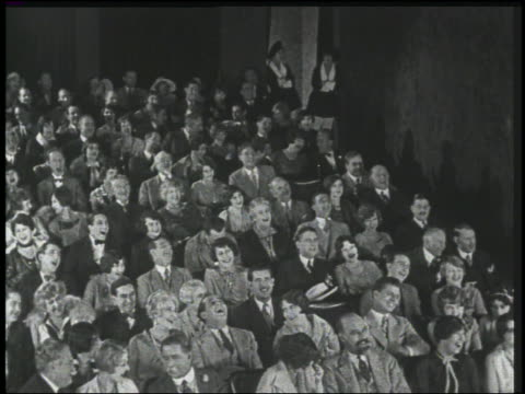 b/w 1926 high angle audience in theater laughing - 1926 stock-videos und b-roll-filmmaterial