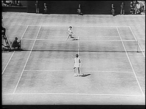 high angle billie jean king + maria bueno playing singles match at wimbledon / king scores point - ビリー・ジーン・キング点の映像素材/bロール