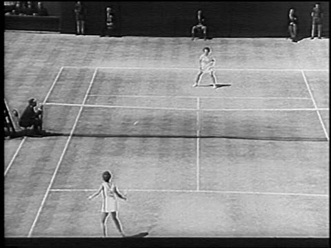 high angle billie jean king + maria bueno playing singles match at wimbledon / bueno scores point - ビリー・ジーン・キング点の映像素材/bロール