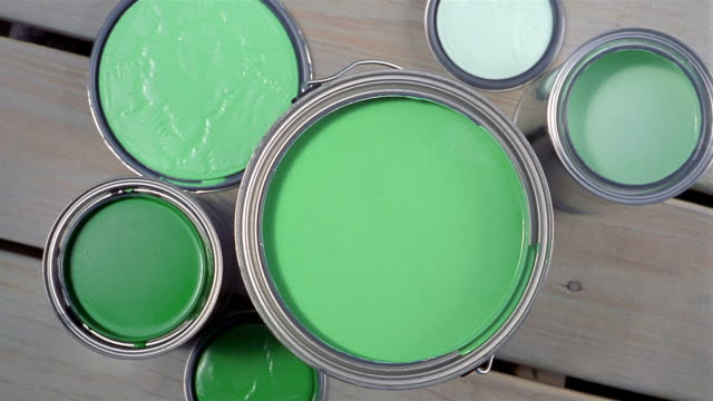stockvideo's en b-roll-footage met high angle close up cans of paint / hand dipping brush into paint - doe het zelven