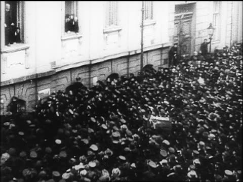 b/w 1918 high angle crowd cheering outside window as weimar republic is proclaimed / germany / documentary - weimar video stock e b–roll