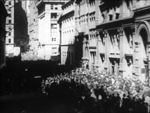 vídeos de stock, filmes e b-roll de high angle crowd of people walking on wall street / nyc / newsreel - 1920 1929