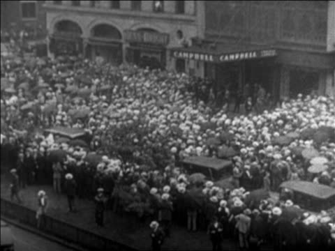 high angle crowd on nyc street waiting to see body of rudolph valentino at funeral / newsreel - 1926 stock videos & royalty-free footage