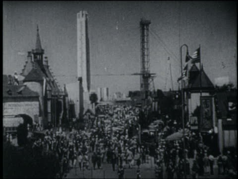 vídeos de stock, filmes e b-roll de high angle crowded midway lined by buildings + towers at chicago world's fair - 1933