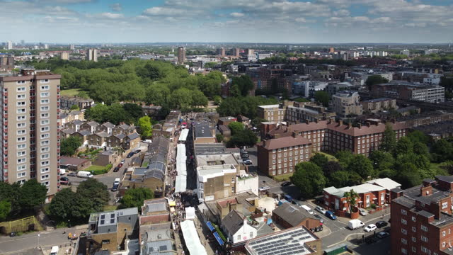 stockvideo's en b-roll-footage met high angle footage over the famous broadway market in east london - hackney