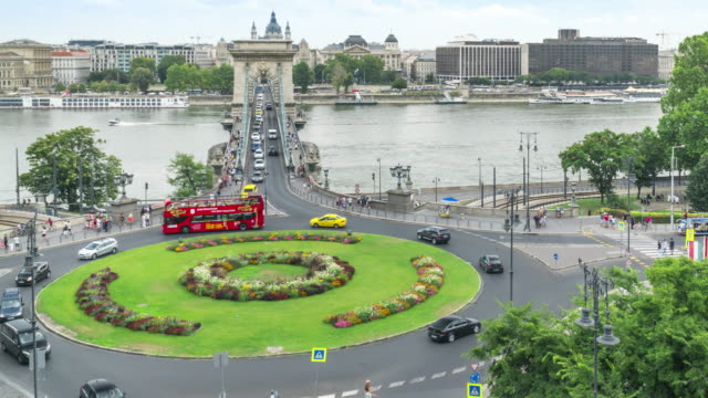 high angle front tilt view tl: traffic jam on szechenyi chain bridge and st stephen's basilica in budapest, hungary in weekend - budapest stock videos & royalty-free footage