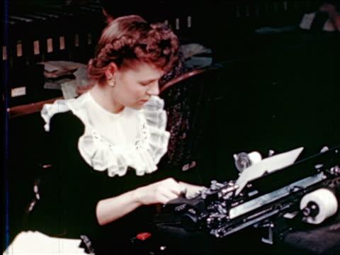 vídeos de stock, filmes e b-roll de 1945 high angle gimbels secretary with frilly collar typing on billing machine / industrial - secretária