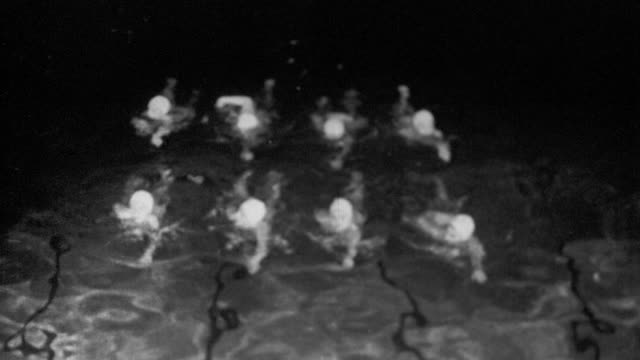 b/w high angle group of women swimming in formation (synchronized swimming) - cuffia da nuoto video stock e b–roll