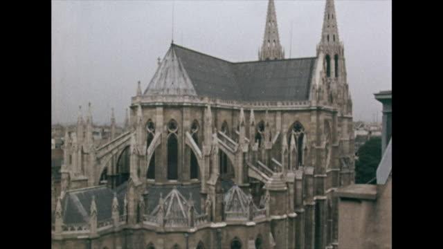 vidéos et rushes de high angle gvs of paris and notre dame cathedral; 1972 - catholicisme
