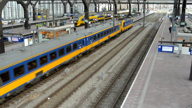 high angle hd footage of a train departing from rotterdam central train station - large group of people stock videos & royalty-free footage