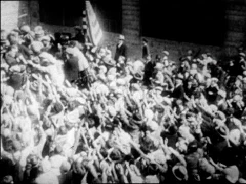 stockvideo's en b-roll-footage met b/w 1927 high angle huge crowd of people surrounding babe ruth / newsreel - 1927