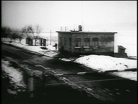 vidéos et rushes de b/w 1956 high angle hungarianaustrian border in winter / newsreel - 1956