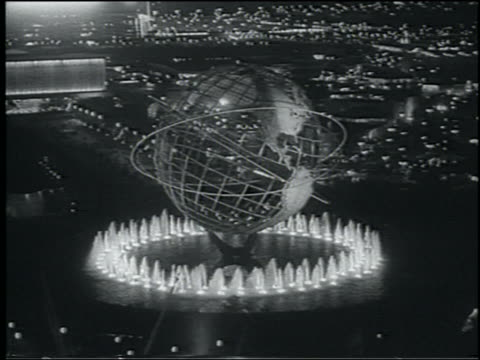 b/w 1964 high angle lit unisphere surrounded by fountains at night / ny world's fair - weltausstellung in new york stock-videos und b-roll-filmmaterial