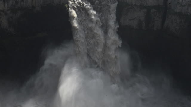 high angle lockdown shot of waterfall at palouse falls state park - palouse stock videos & royalty-free footage