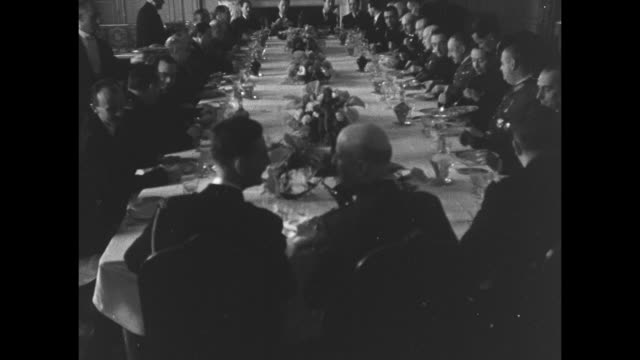 stockvideo's en b-roll-footage met high angle looking down over long banquet table where french and spanish leadership dine / ls rear view of french admiral jean francois darlan in... - generaal militaire rang