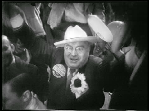 vídeos y material grabado en eventos de stock de high angle man in cowboy hat + eyeglasses cheers at democratic national convention / chicago - 1952
