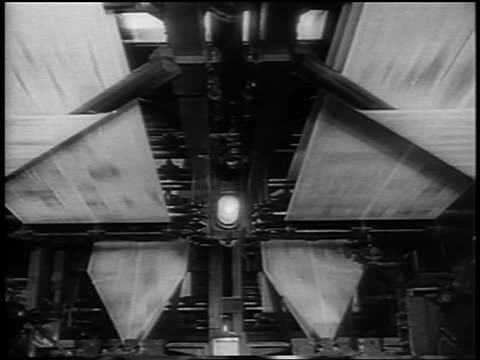 stockvideo's en b-roll-footage met b/w 1963 high angle newspapers running thru printing press / newsreel - drukpers