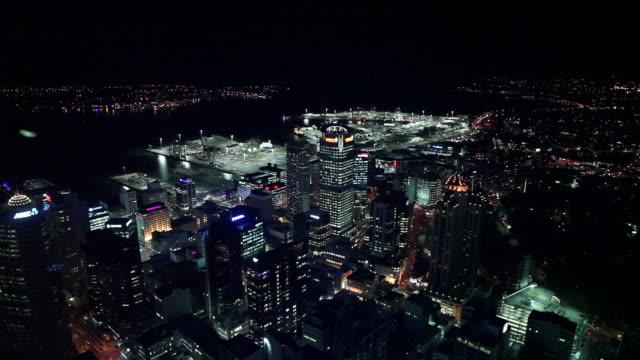vidéos et rushes de high angle night cityscape, auckland, new zealand - nouvelle zélande