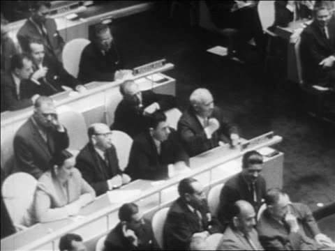 stockvideo's en b-roll-footage met b/w 1960 high angle nikita khrushchev banging on table to create disturbance at united nations / newsreel - united nations