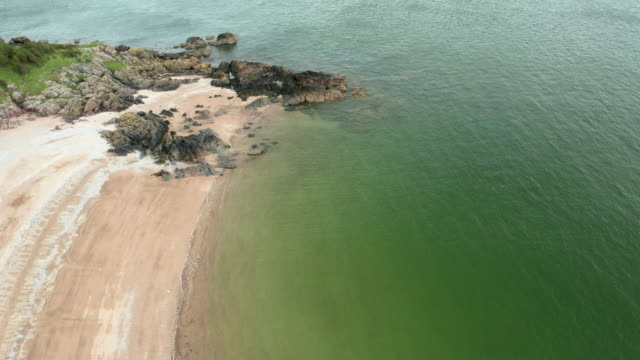high angle of a scottish beach at low tide on a summer day - johnfscott stock videos & royalty-free footage