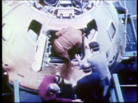 high angle of astronaut climbing out of space capsule / skylab 4 - nur männer über 30 stock-videos und b-roll-filmmaterial