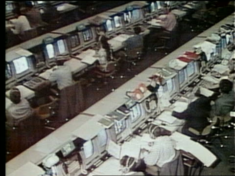 stockvideo's en b-roll-footage met high angle of people at control panels in mission control - besturingspaneel