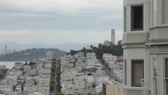 vídeos y material grabado en eventos de stock de high angle of san francisco and the coit tower - torre coit