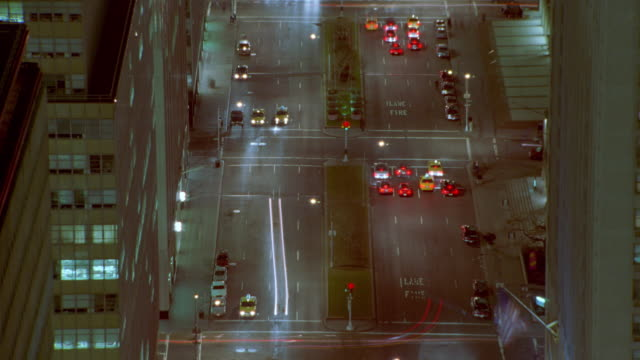 vídeos y material grabado en eventos de stock de high angle of time lapse traffic on park avenue intersections at night / new york city - 1997