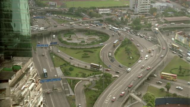vídeos de stock e filmes b-roll de high angle of traffic on highway and ramps / causeway bay / hong kong - 1995