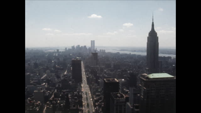 high angle pan across manhattan skyline from the chrysler building to the empire state building - new york stato video stock e b–roll