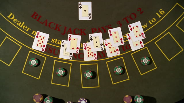 vídeos y material grabado en eventos de stock de high angle pan overhead view of dealer dealing blackjack hands / taking away losing bets - blackjack